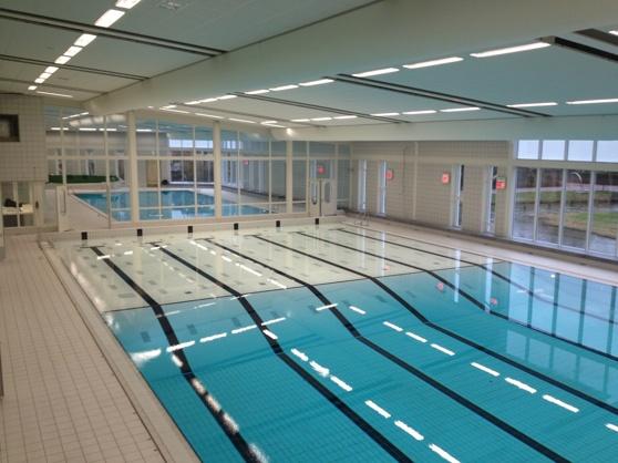 Höj och sänkbart golv som täcker sista 10 meterna i en 25 meters bassäng.