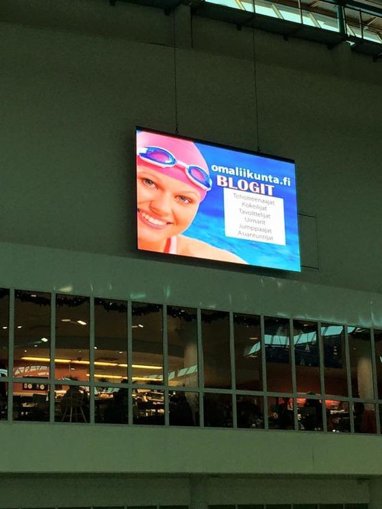 15 kvsm stor display monterad i Helsingfors.