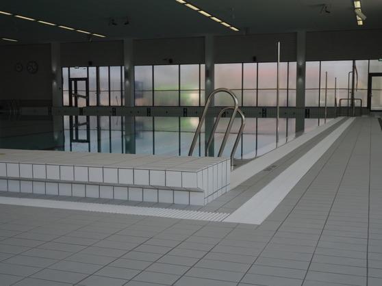 Sjöbo simhall består av tre bassänger - en 25 meters bassäng, en barnbassäng och en undervisningsbassäng.