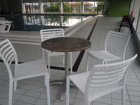 Stol och bord i fräscha kvaliteter och utformning