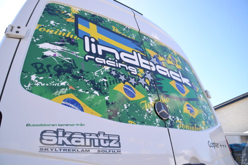 Printad wrapfolie på Lindbäcks team buss.