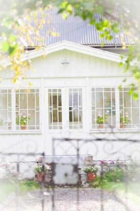 """Ett vackert hus i """"byn""""."""
