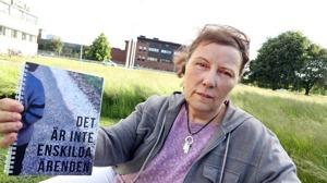 Fallen samlade. I en bok har Eva Hallgren samlat 55 fall för att visa att det snarare rör sig om systemfel än enskilda fall. | Bild: Leif Hallberg