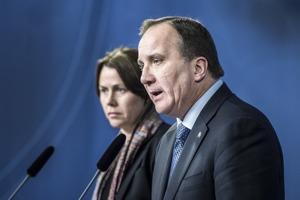 Åsa Romson och Stefan Löfven. Tar ansvar, säger de. Foto: Lars Pehrson