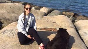 Läkarstudenten Emelie Haagerup. I Helsingör vägrades hon gå ombord på  färrjan till Helsingborg då hon bara hade danskt ID och passet hemma i Sverige