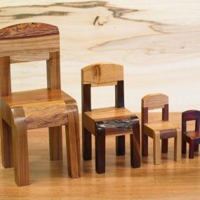 4 små stolar