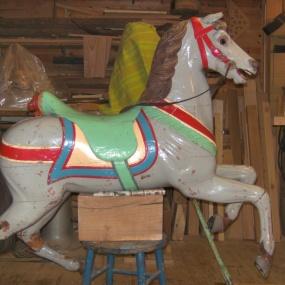 Karusellhäst före!