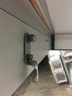Låsning taklåda - Krok i taklåda, större utbuktning