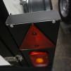 Metallhållare med rektangulär belysning i