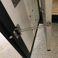 Dörruppställare, låses mot grind