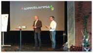Mika Snell  avtackar Kjell Enhager och publiken