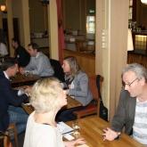 På bilden syns bl.a. Anika Murphy, VD på Tranbodarna och Lars Lind, Sundborn Öl