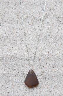Brown halsband