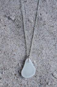 White halsband