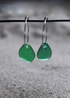 Small loop Green leaves örhängen