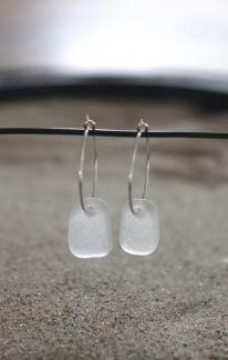 Small loop White tag örhängen