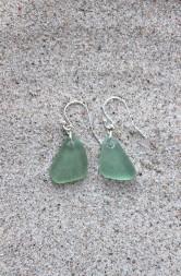 Soft green örhängen