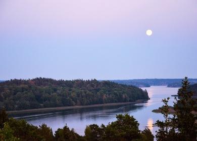 Fullmåne över Landfjärden