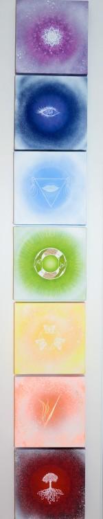 Små oljetavlor - 20x20x4 cm - som representerar de 7 chakrorna - våra energicetra
