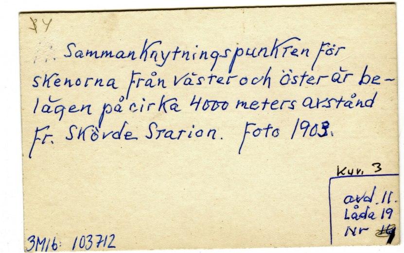 Baksidan av föregående bild av tåg upp ur kalknedbrytningen vid Våmb. (Skövde Stadsmuseum)