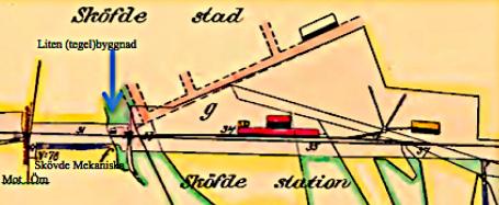 """Del av expropriationskartan 1857 inför bygget av stambanan. Ingen övergång vid Kungsgatan, sumpmark söderut med troligt pumphus för loken, mm. Litet """"vattentorn"""" för loken. (Lantmätteriet)"""