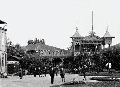 Efter sista renoveringssatsningen 1890 för nya tag fanns också ett litet extra badkontor för att öka servicegraden.  (Skövde Stadsmuseum)