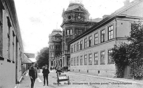 Trädgårdsgatan när seklet var ungt och Hotell Billingen expanderat till grannbyggnaden. Hotellets Annex kallade man boendet där. (Skövde Stadsmuseum)