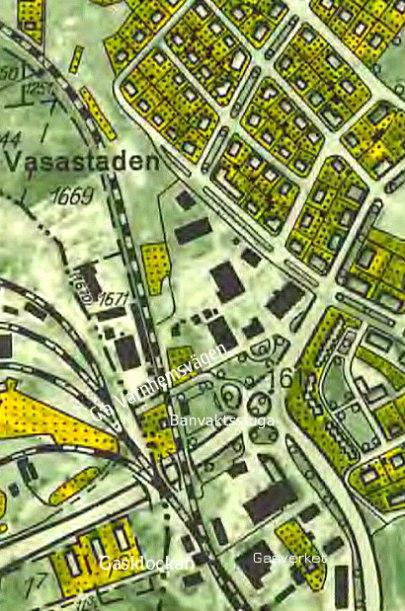 1960-talskarta. Varnhemsvägen är flyttad till undergångar för Gullhögen- och SAJ-spåren. Gasverk, gasklocka, banvaktsstuga & G:a Varnhemsvägen mot norra Vasastaden. (Historiska Kartor Lantmäteriet)