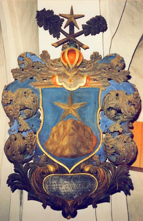Epitafie (minnesvård) i Bro kyrka över Petter Funck - Adelsvapen Nr 826 - son till adlade Johan Funck, Friherre Gustaf Funck's fader. Petter var alltså Gustaf's bror - och adlig men inte Friherrlig.