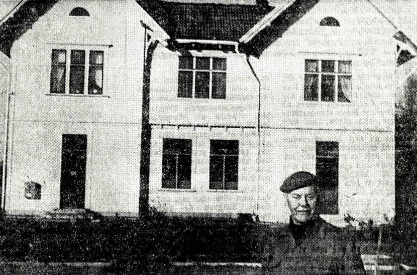 Urklipp från Stina Johanssons samling, Gamla Stationshuset, Varnhem, 2014.