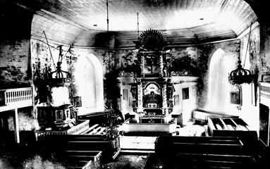 Före 1890 och renoveringen. Tycks finnas stora fuktskador från tegelexteriören in i interiören, så det fanns ett stort behov av renovering. (Skövde Stadsmuseum)