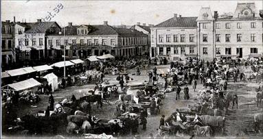 Torgdag med foto åt väster och Hotell Scandinav. (Bild från www.vykort.panatet.se)