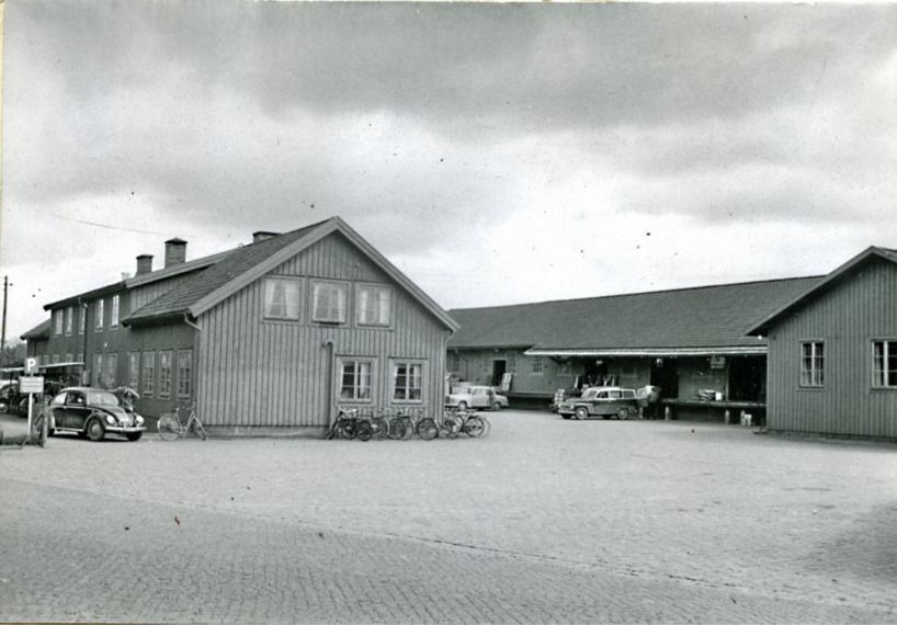 Stationens godsmagasin 1961 på platsen där nuvarande busstation ligger.