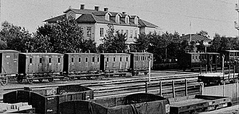 1900 och Vattenkuranstalten har bara något/några år på sig att leva. Bangården kräver utbyggnad och SAJ står och stampar i faggorna! (Skövde Stadsmuseum)