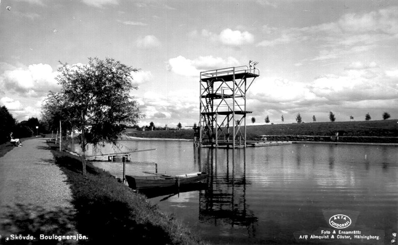 Under 1940-50-talet var Boulogner stadens största aktivitetsområde med badsjö & andra aktivitetsytor. Fester, mässor & framträdanden avlöste varandra med ibland 1000-tals åskådare.(Skövde Stadsmuseum)