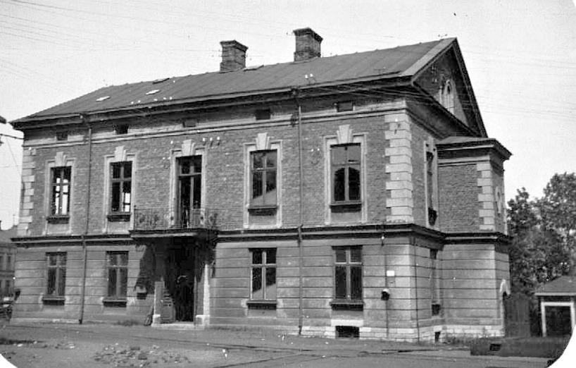 Skövde Mekaniska Verkstads kontorsbyggnad i ett förfallet skick. Idag restaurerat. (Västergötlands Museum)