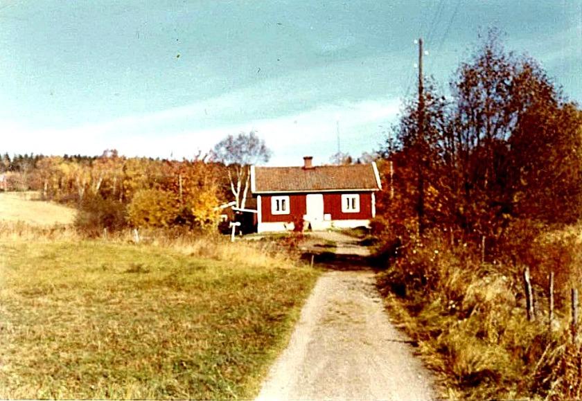 """""""Kjellbergs"""" hus som hyrdes av Yngve och Alva Brage under 1960-1980-talet. Bild från Marianne Brage, Vartofta, 2014"""