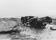 9 1963 Gammalt bilvrak dumpat bland sten