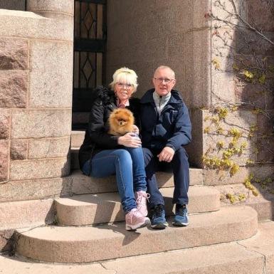 Susann och Håkan Olhage på Tjolöholms slott på lunchmöte med Maria Frösell 2021