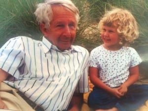 Farfar drar en vals med Elin för många år sedan...