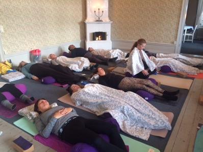 Meditation pågår på miniretreat i Hälsovillan 2016-12-04