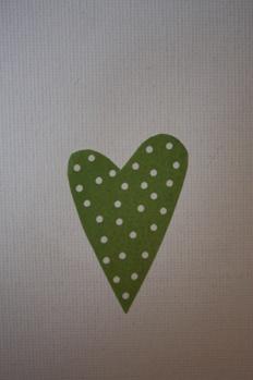 Klistermärke grönt hjärta med vita prickar -