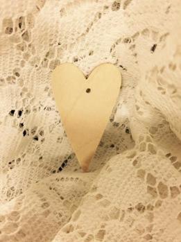 Nr 1 Trähjärta med hål, ca 3,5x6 cm, 3 mm tjockt -