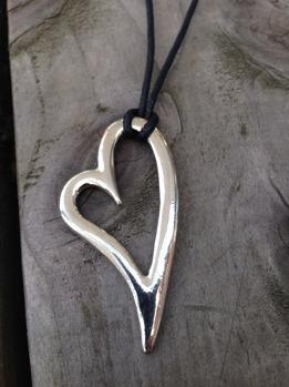 Halsband med hjärta -