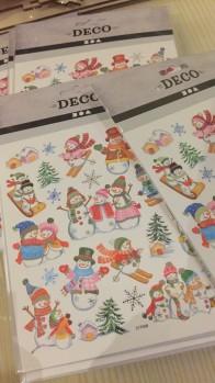 Ett ark stickers med snögubbar -