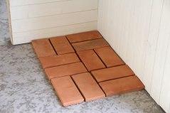 Handslaget golvtegel provlagda