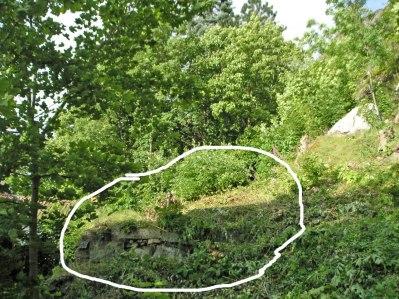 Här låg gamla jordkällaren, under allt bråte (juli 2004).