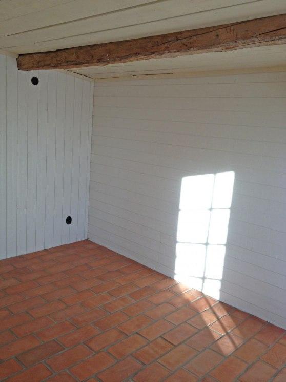Här är vaxet härdat och taket vitmålat med linoljefärg.