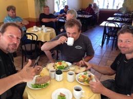 Frukost på Haflunds: Johan, Klas och Magnus.