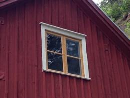Provmålning av fönster.